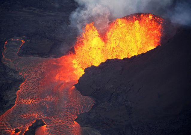 美夏威夷州基拉韋厄火山熔岩噴發