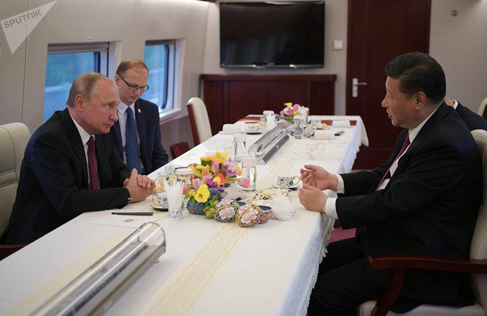 普京在同习近平谈判结束后表示,俄罗斯从未与世界上任何一个国家在和平利用核能领域开展过如同中俄两国这般规格的合作。双方签订了4项协议。