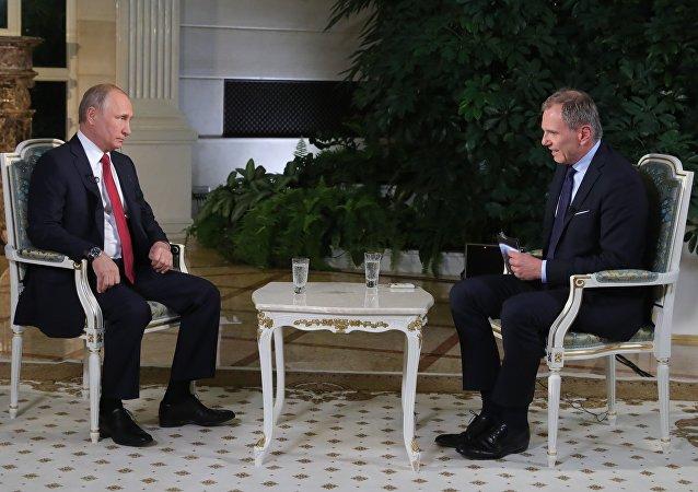 奧地利記者講述其採訪普京艱難的原因