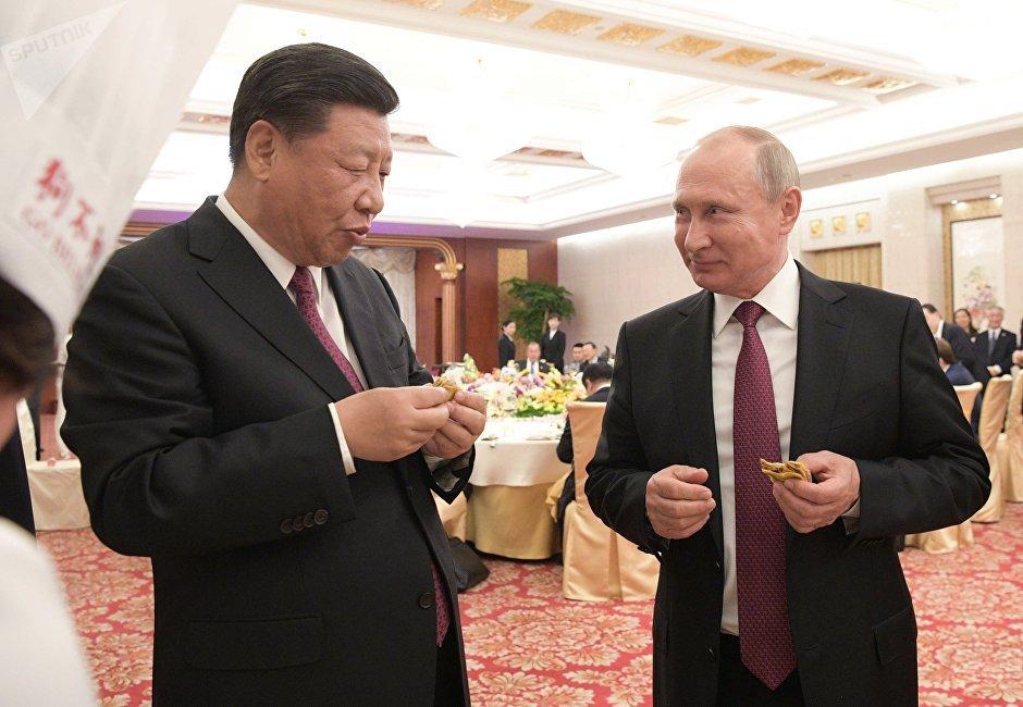 2018年6月8日。俄罗斯总统普京同中国主席习近平在天津的隆重招待会上