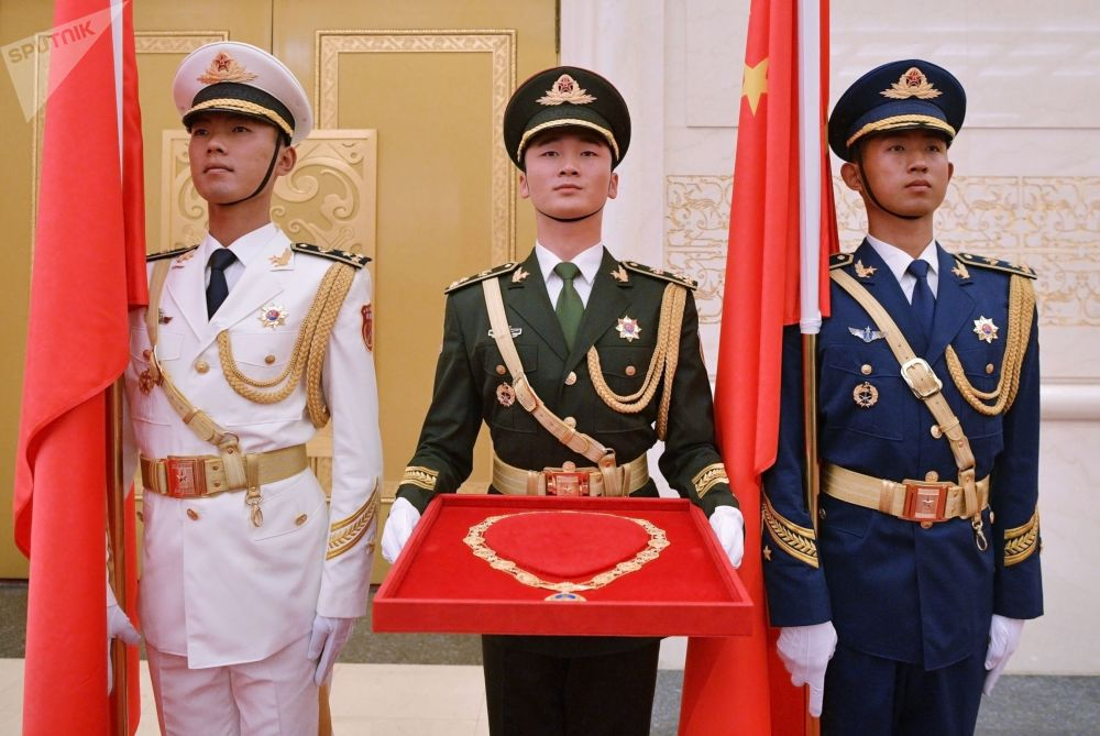 為俄羅斯總統弗拉基米爾•普京頒發中華人民共和國「友誼勳章」。