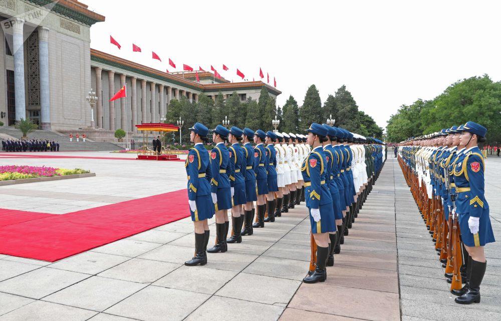 習近平在天安門廣場為普京舉行了隆重的歡迎儀式。