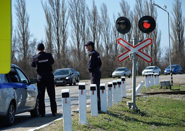 俄奥廖尔州一辆客车因闯红灯与火车相撞