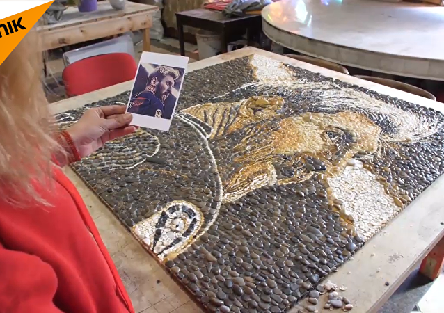 喀山出現梅西和薩拉赫馬賽克鑲嵌畫像