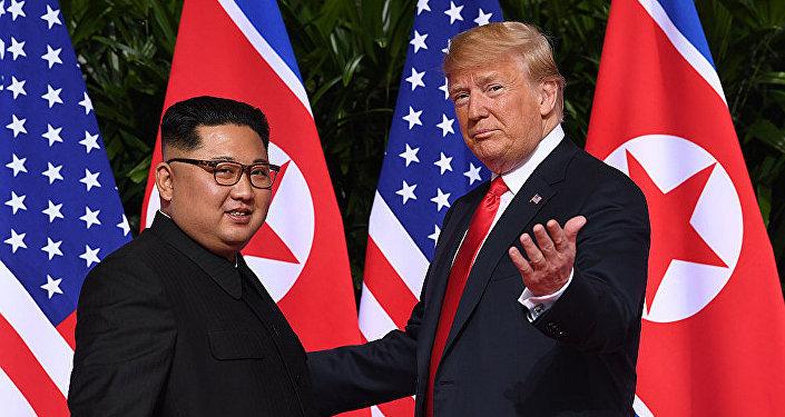 美国总统特朗普(右)和朝鲜领导人金正恩