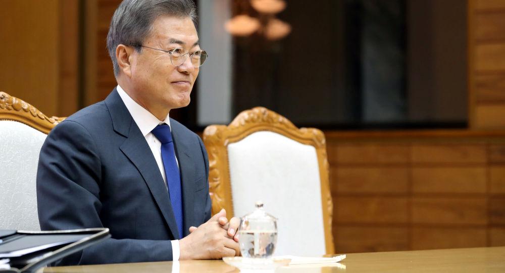韩国总统与日本首相在东盟曼谷峰会期间举行短暂会晤