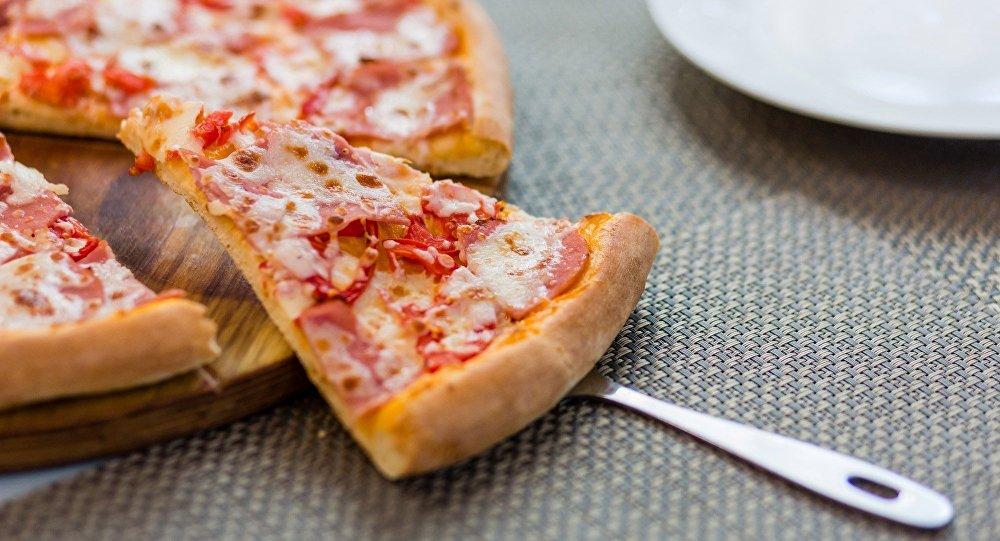 《西西里》餐厅菜单中包含了所有经典种类的披萨以及其他意大利美食。