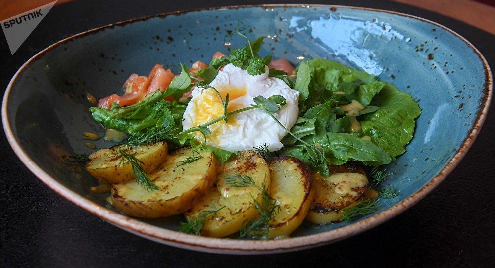 鮭魚荷包蛋土豆沙拉