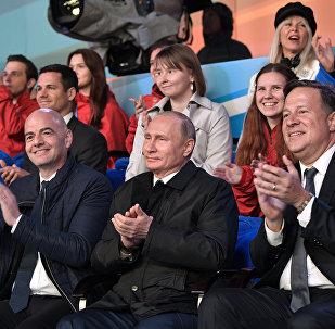 普京出席紅場為迎接世界杯舉辦的世界歌劇明星音樂會