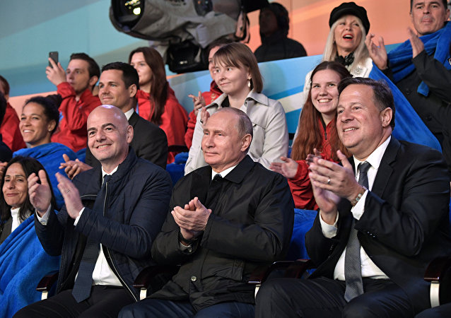 普京出席红场为迎接世界杯举办的世界歌剧明星音乐会