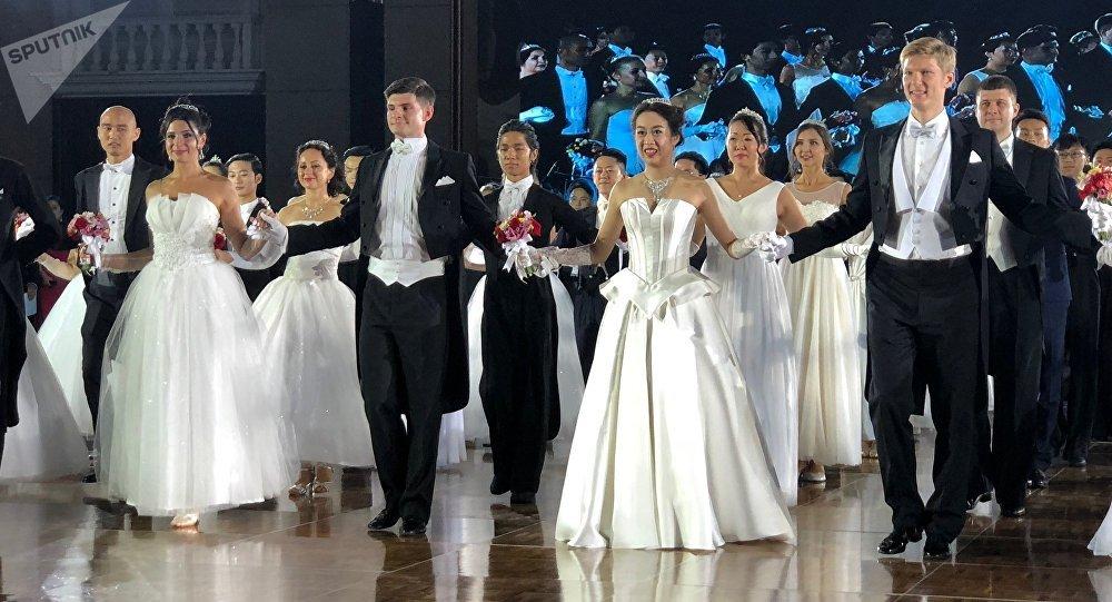 俄羅斯舞會首次在中國舉辦 獲得圓滿成功