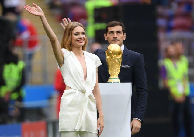 俄罗斯超模纳塔利娅·沃在2018年世界杯开幕式