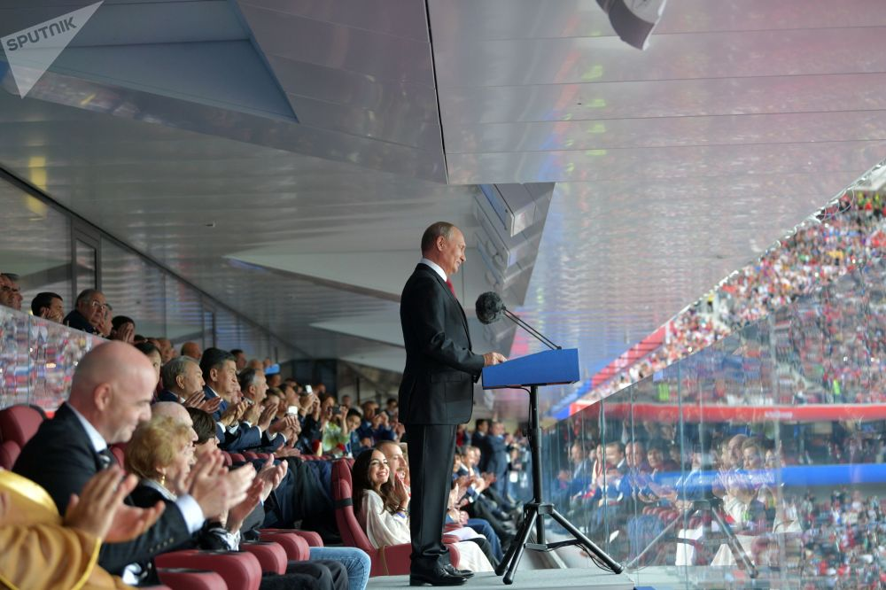 俄罗斯总统弗拉基米尔·普京在盛大的2018世界杯开幕式上发表演讲