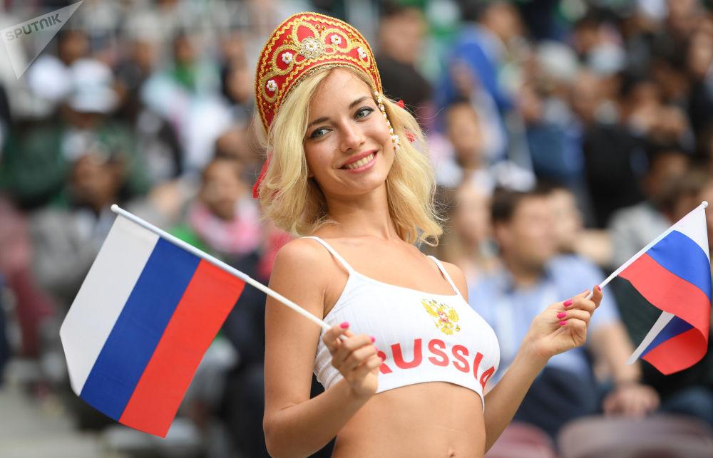 世界杯揭幕战前夕的俄罗斯球迷