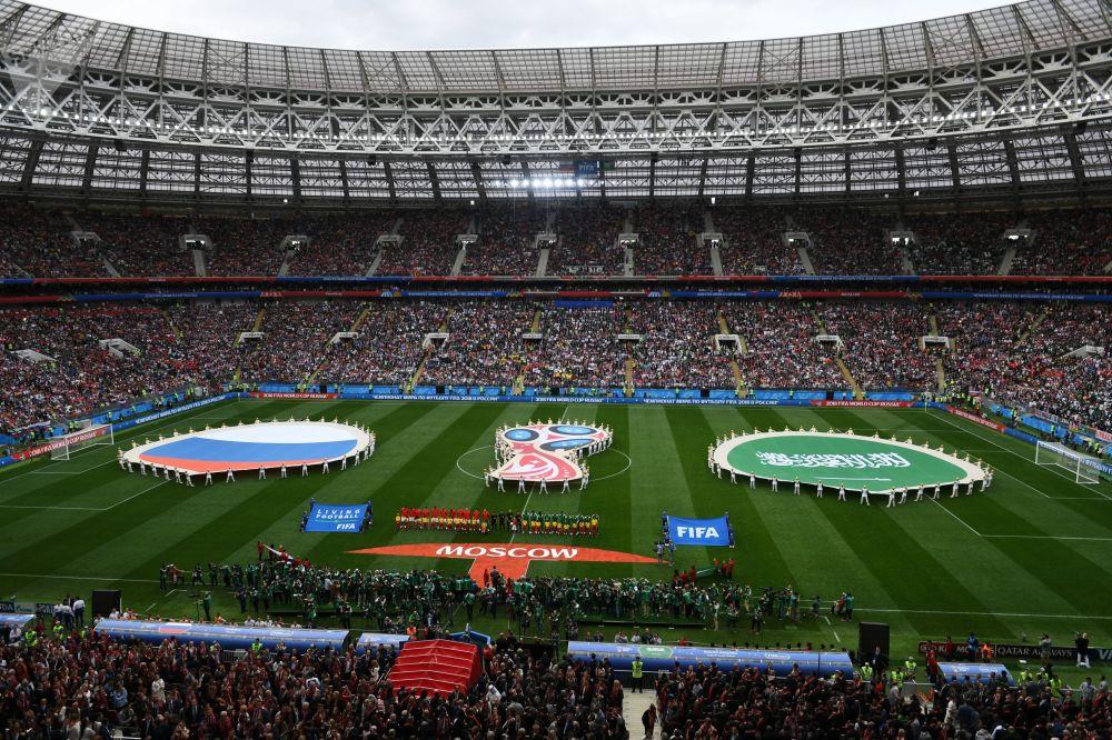 俄羅斯與沙特阿拉伯的比賽前夕,球員在場上熱身。