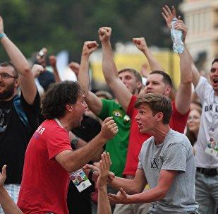 中国球迷谈俄罗斯并预祝世界杯圆满结束