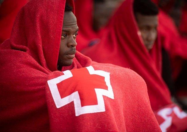 西班牙救援人员:约270名移民在试图漂流过直布罗陀海峡时获救