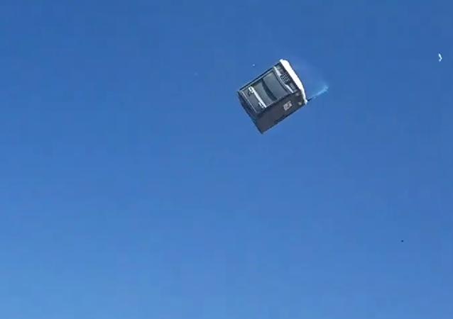 厕所飞到空中飞走了