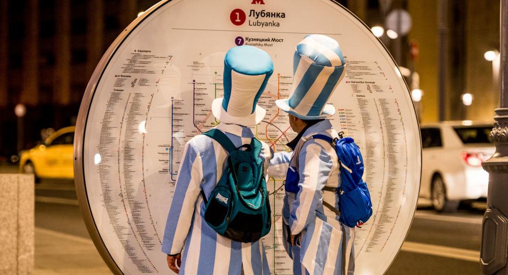 中美球迷最常下载七种语言的莫斯科地铁手机程序