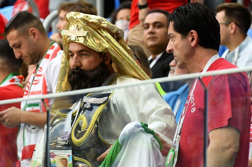 球迷在摩洛哥隊和伊朗隊的小組賽中
