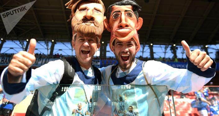 普京向兩名在俄羅斯迷路的阿根廷球迷贈送球票