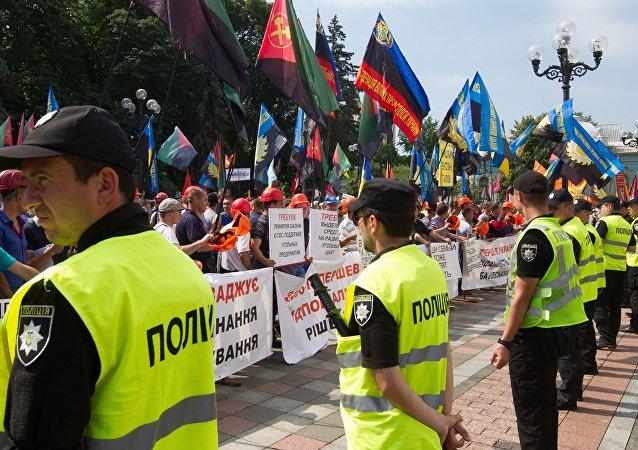 乌克兰警方通报拉达议会大楼附近冲突致伤情况