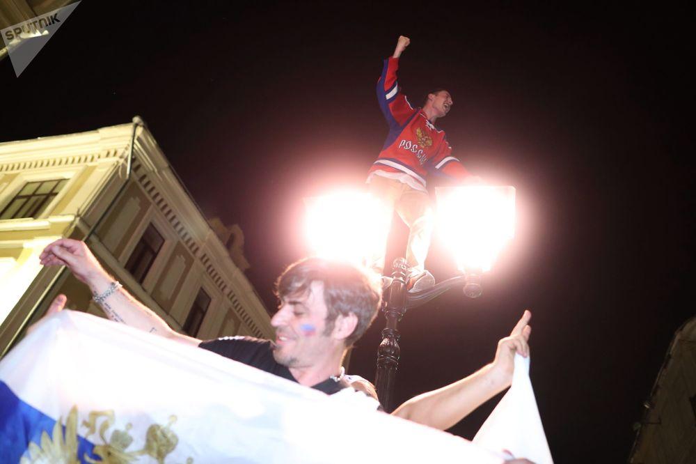 俄羅斯球迷慶祝兩連勝