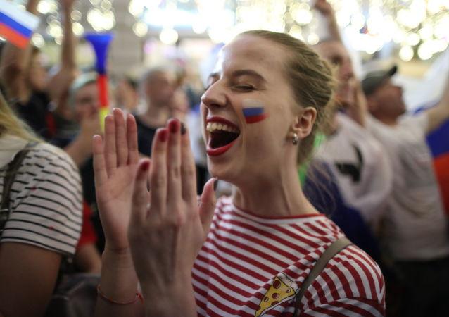 FIFA官员将俄罗斯球迷的欢呼误以为是雷声