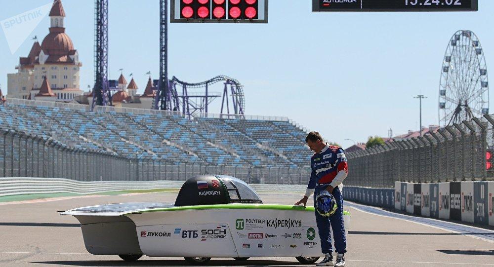 俄首款太阳能汽车在索契完成测试