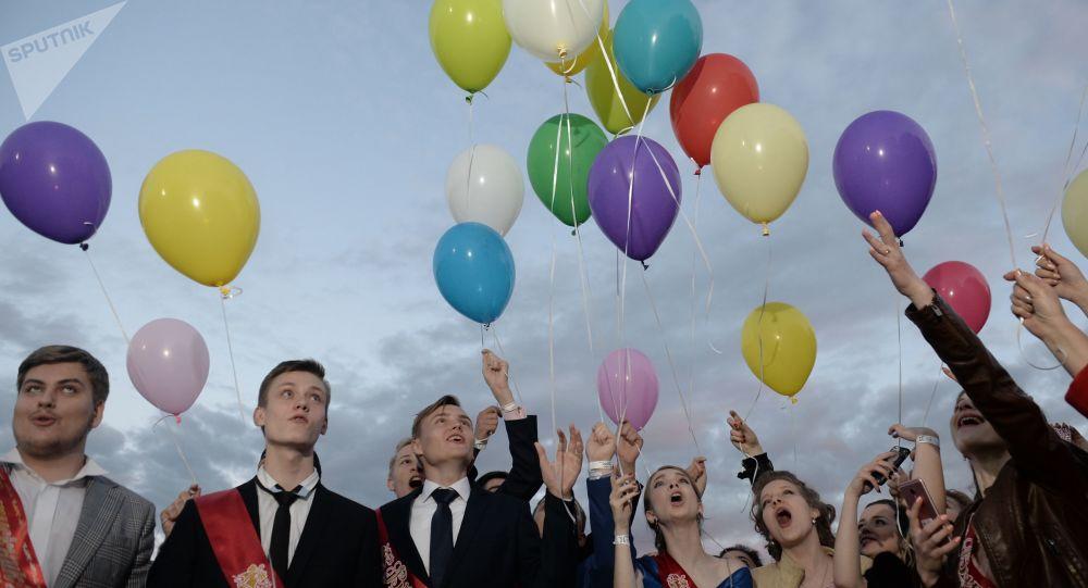 中美两国学生将参加俄哈巴罗夫斯克中学毕业晚会
