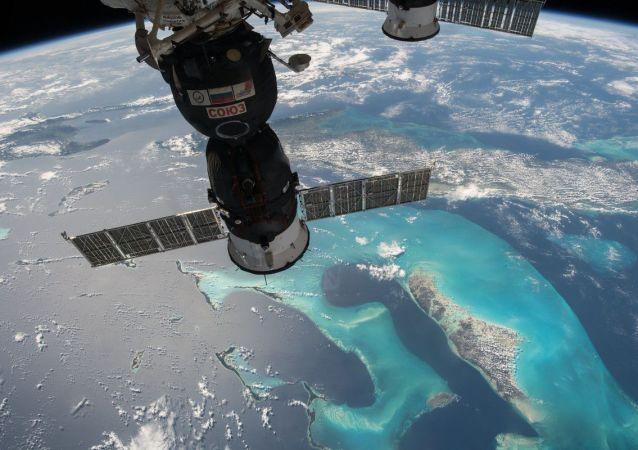 國際空間站航天員將帶一隻臘腸犬毛絨玩具飛往太空