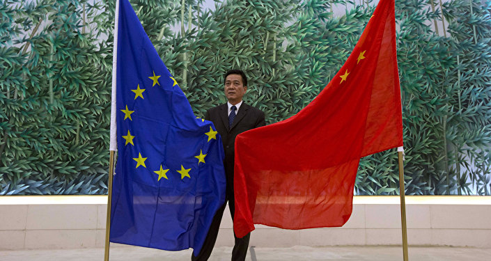 Chinese Trade Ministry officer prepares the EU and Chinese flags