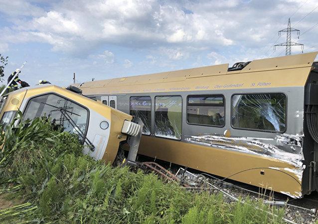奧地利一列車脫軌或傷多達80人