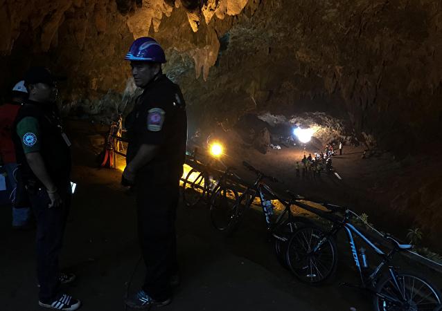 俄紧急情况部表示愿协助泰国营救被困岩洞的少年足球队