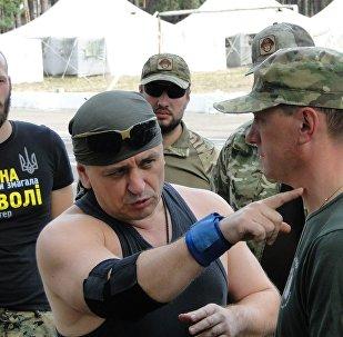 """""""跳到了脊柱上"""" 谁缔造了乌克兰死亡连?"""