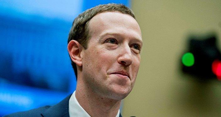 媒体曝Facebook创始人扎克伯格或遭逼宫