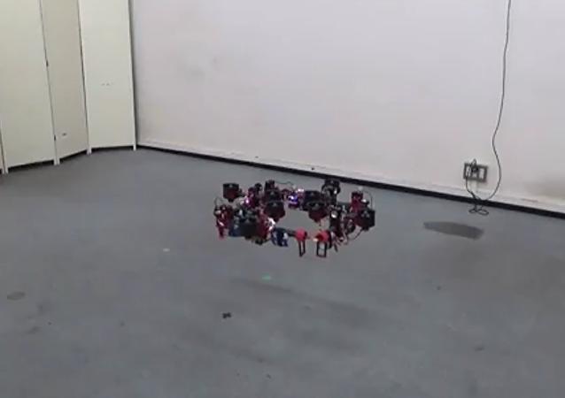 日本研发变形飞行机器人