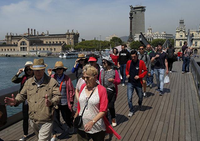巴塞罗那抗议者抗议游客过多