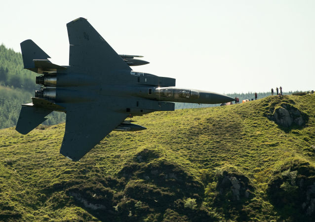 一架F-15戰鬥機在波蘭進行迫降