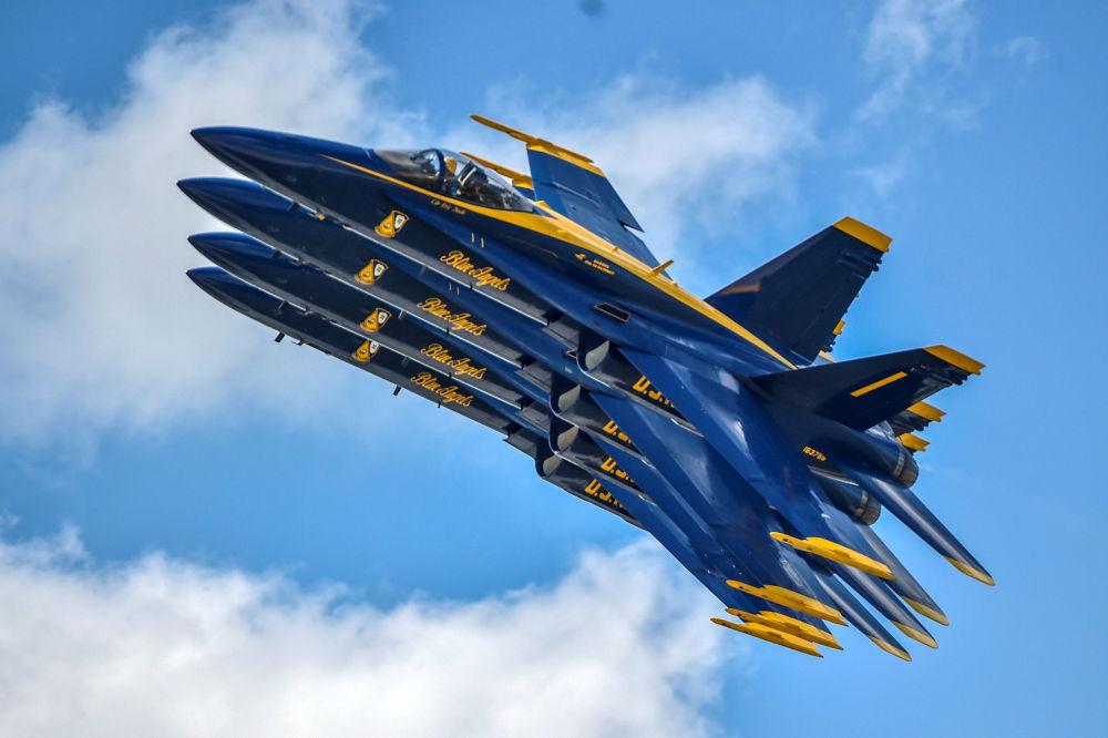 美國海軍「藍天使」飛行表演隊在代頓航展上進行飛行表演