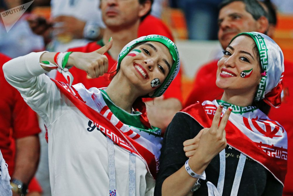 世界杯B組伊朗對陣葡萄牙,圖為伊朗隊球迷