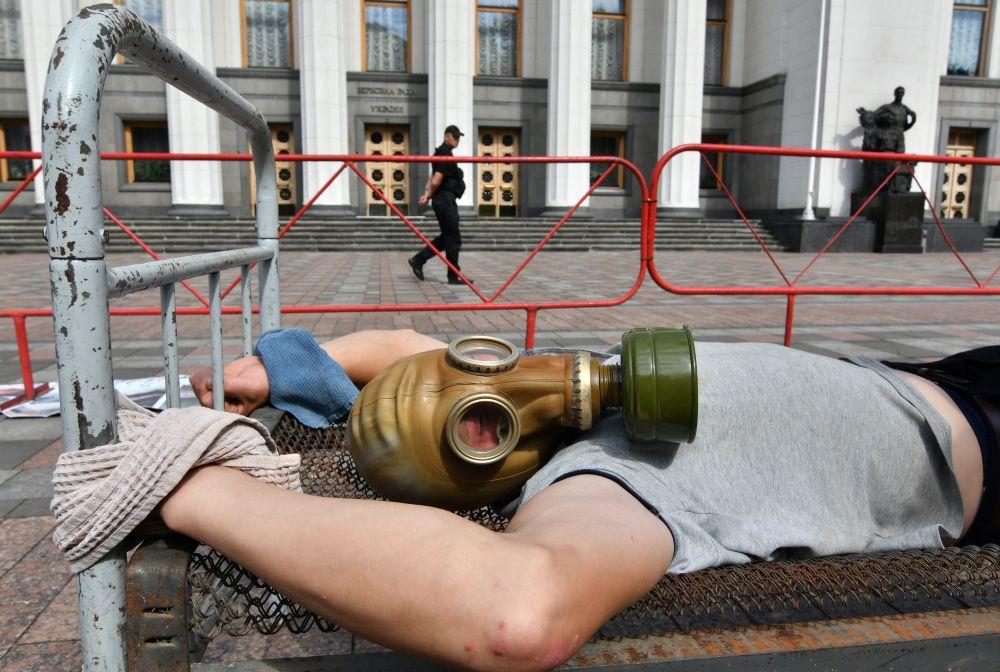 支持酷刑受害者國際日烏克蘭議會大樓前舉行反酷刑活動