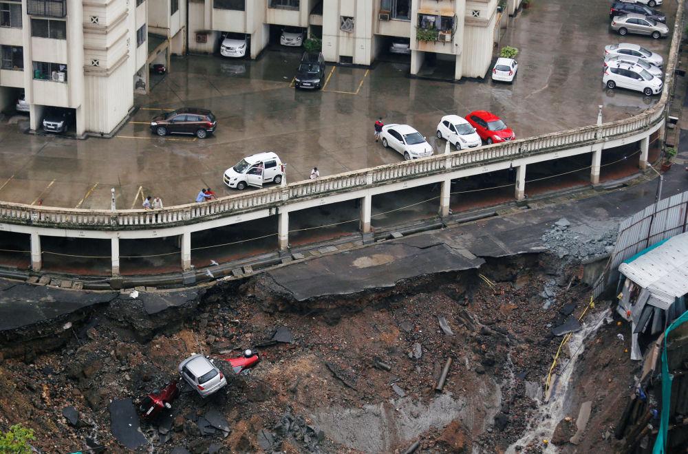 孟買因大雨被毀的停車場