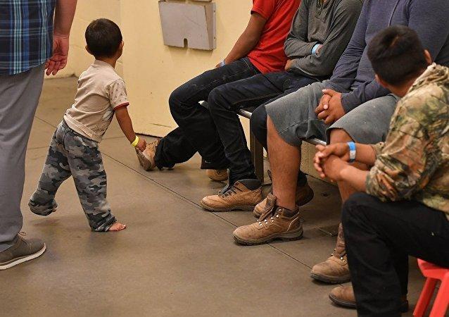 美副总统请求中美洲国家帮助解决移民问题