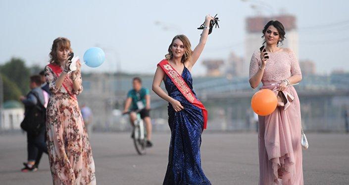 莫斯科全市畢業生晚會:歡笑到天亮