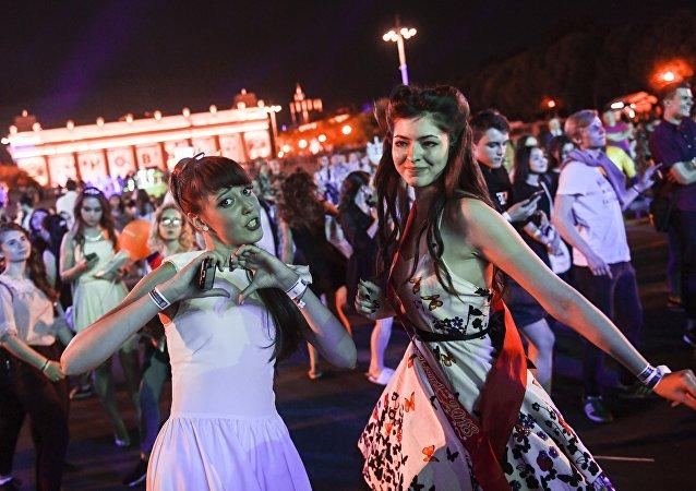 莫斯科全市毕业生晚会:欢笑到天亮