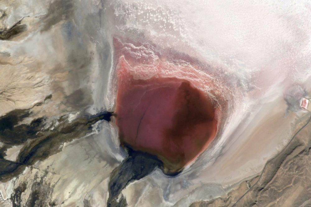 伊朗的「瑪哈魯」鹽湖(從太空遠眺)