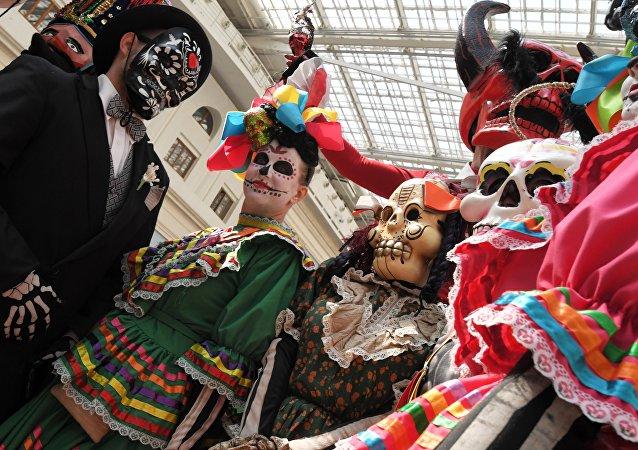莫斯科的墨西哥亡灵节在两小时内有5000人到访