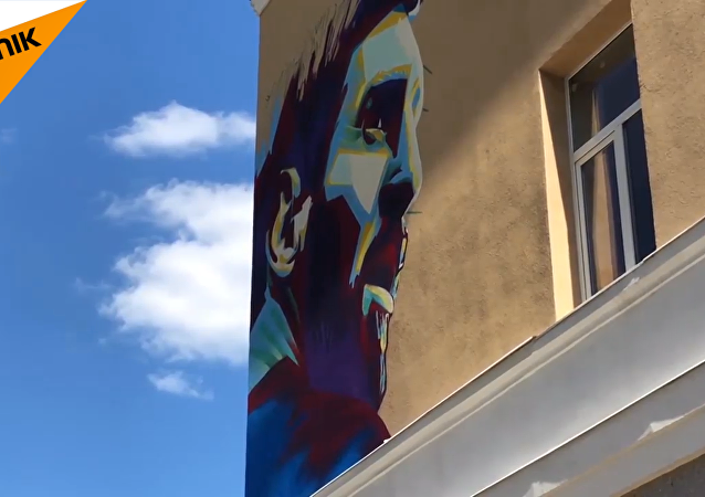 梅西和C羅在喀山「牆牆對畫」