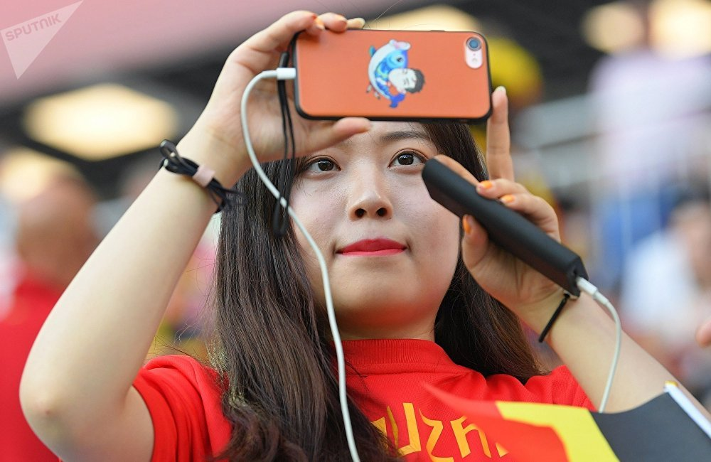世界杯足球赛燃爆了中国人的赌球狂热。接受足球赛押注的博彩机构为大家对赌球的兴趣煽风点火,在网上掀起了铺天盖地的广告攻势。